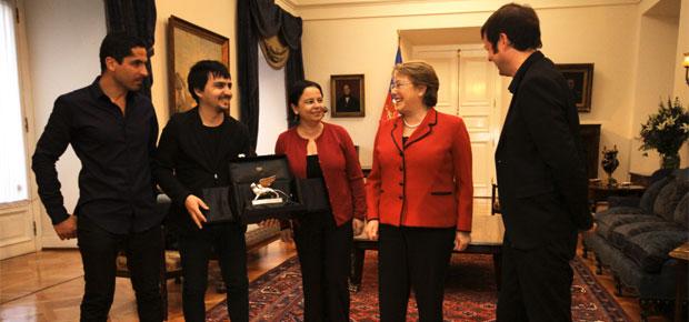 Presidenta Bachelet recibió al equipo chileno que obtuvo el León de Plata en Bienal de Arquitectura de Venecia