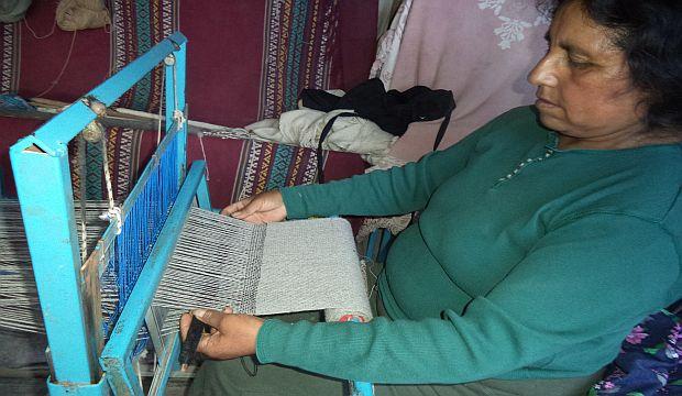 Artesana textil distinguida con el Sello de Excelencia a la Artesanía