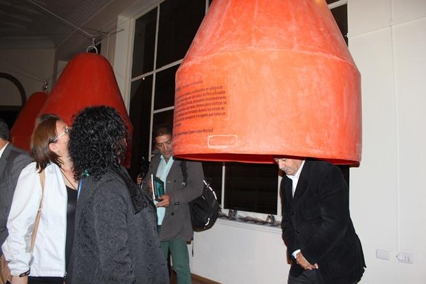 Subdirectora Nacional de Cultura visitando exposición.