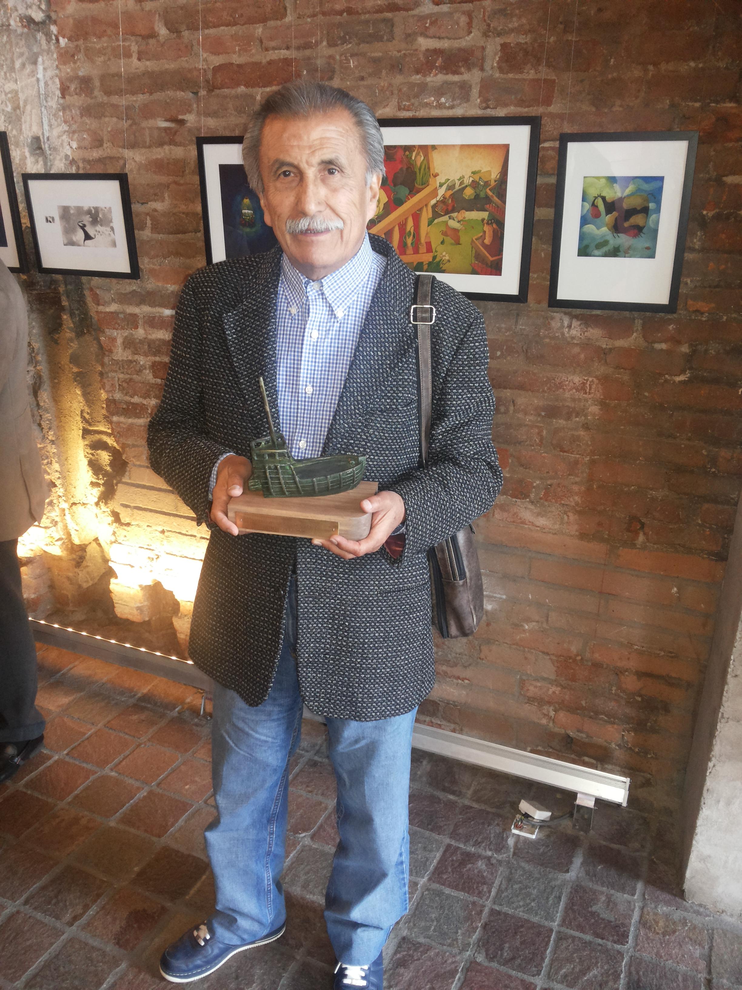 Francisco Gaytán, subdirector de Rescate y Restauración de la Filmoteca de la Universidad Nacional Autónoma de México (UNAM), recibió el Premio Santiaguillo