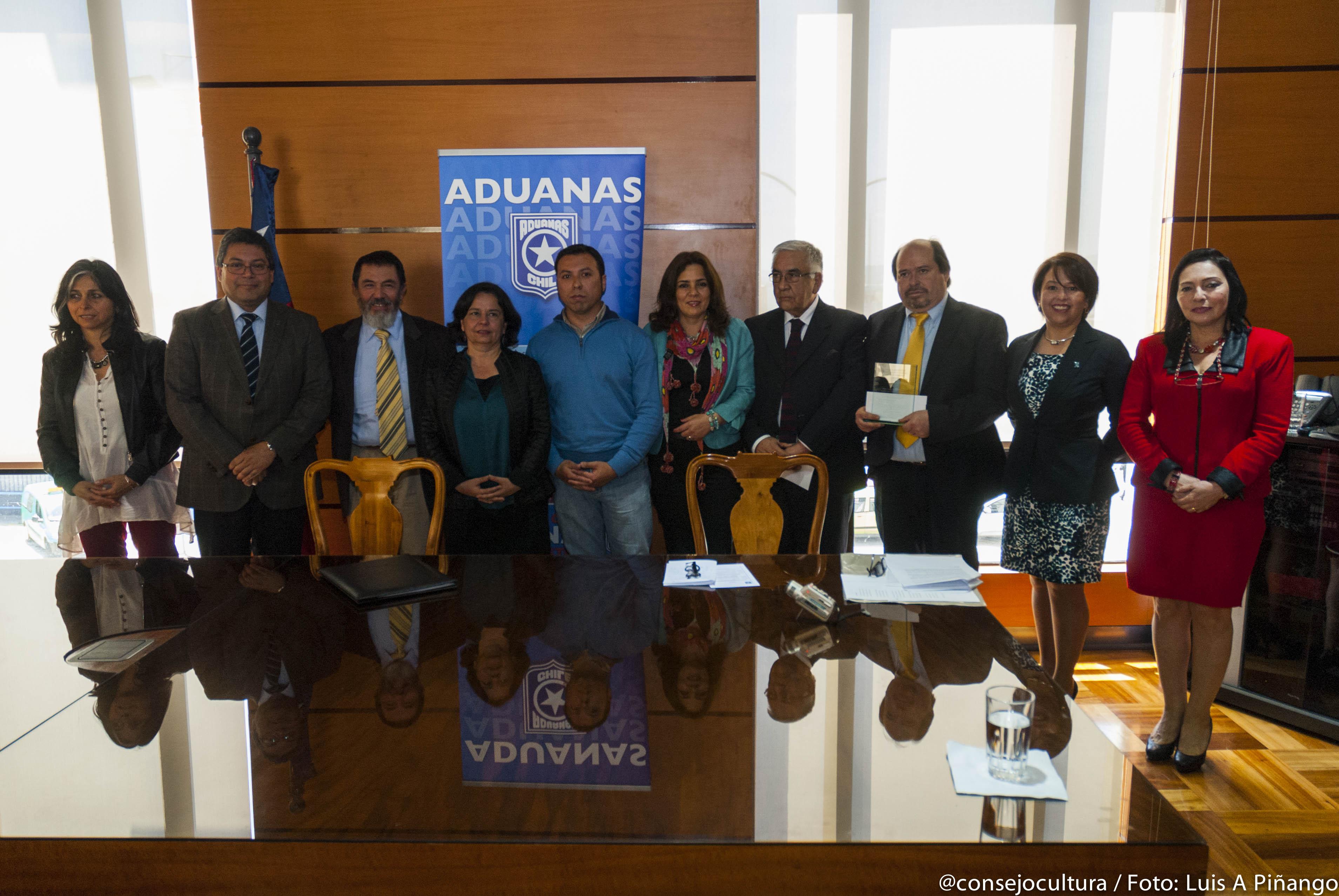 Ministra Barattini y funcionarios de Aduanas celebran a Nicanor Parra con concurso literario