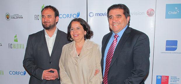 FICVALDIVIA: Raúl Camargo, director del evento; ministra de Cultura Claudia Barattini; y Óscar Reyes del CNTV