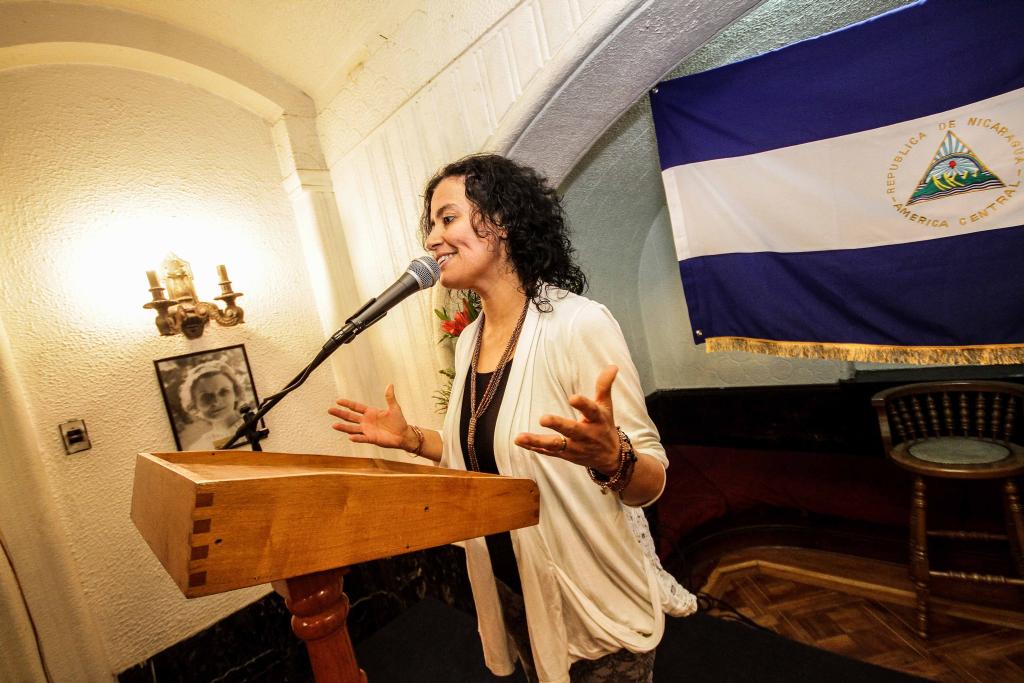 En encuentro con Katia Cardenal: Subdirectora Lilia Concha destaca lazos culturales entre Chile y Nicaragua