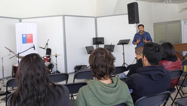 Director Nacional de Escuelas de Rock, Cristian Zuñiga con músicos de Antofagasta.