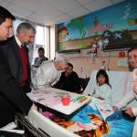 Ministro Ottone visita Unidad de Pediatría