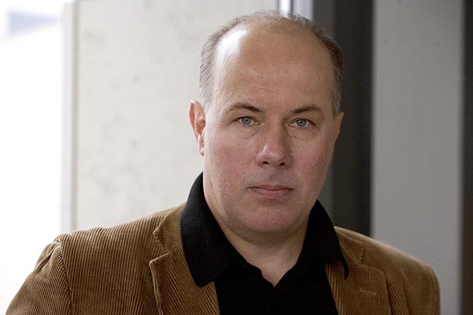 """Berger, Juergen (Kritiker), geb. 1954. Hier: Am 12.02.2008, Redaktion """"Theater Heute"""", Berlin."""