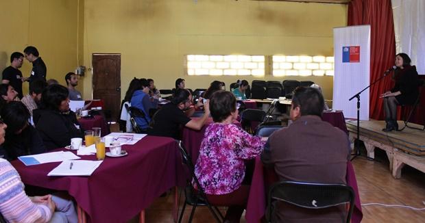Directora Regional de Cultura, Carla Redlich, dando a conocer los objetivos del laboratorio