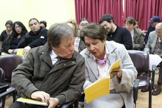 Docentes de música de la comuna de Calama revisando el material pedagógico