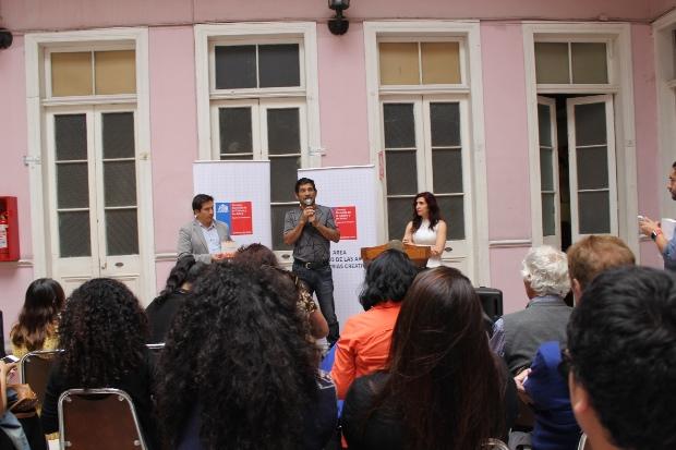 Artesano Manuel Gac, en ceremonia entrega catálogos