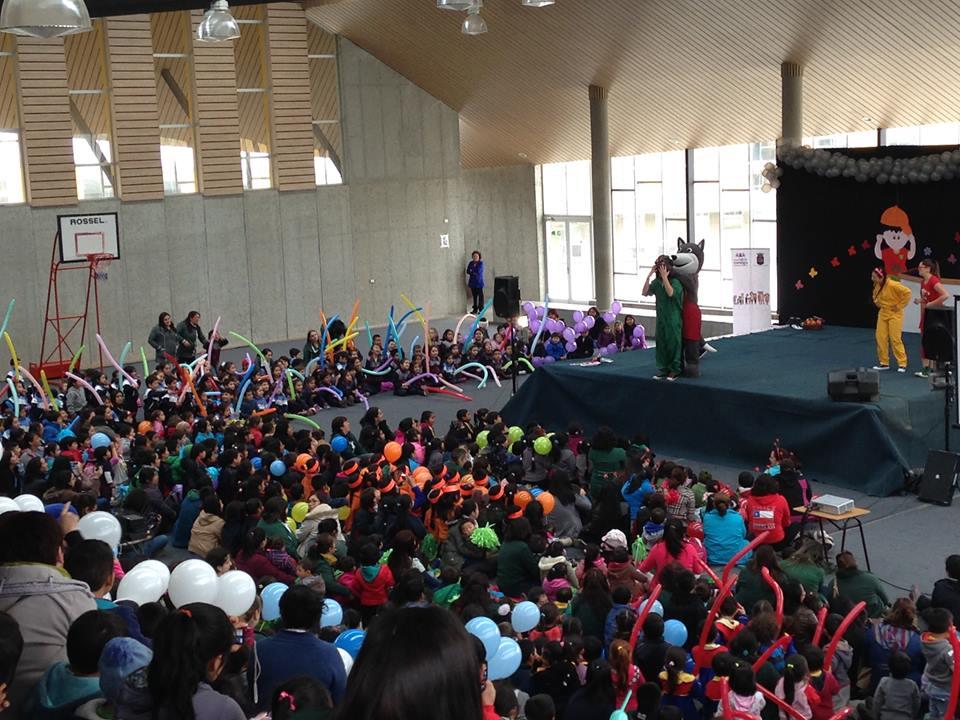 El grupo musical Cantando Aprendo a Hablar llegó gracias a una invitación de la Casona Cultural de Panguipulli y el proyecto de apoyo a su programación.