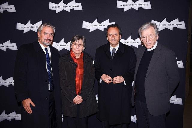 Ministro Ernesto Ottone, Valeria Sarmiento, el embajador de Chile en Francia, Patricio Hales, y el cineasta Costa Gavras