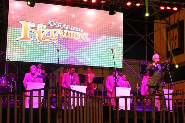 """La orquesta Huambaly finalizó con una gran fiesta la actividad """"Celebra tu Patrimonio""""."""
