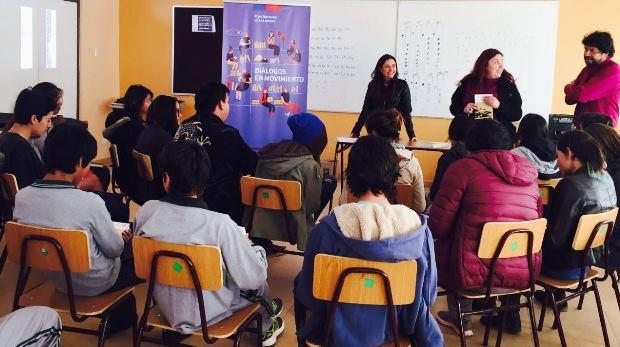 Estudiantes de San Pedro de Atacama recibieron libro de Elicura Chihuailaf