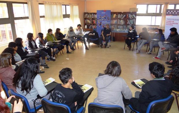 Elicura Chihuailaf sostuvo un interesante encuentro con estudiantes de Liceo Lickan Antay