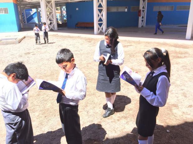 Estudiantes interesados en la lectura