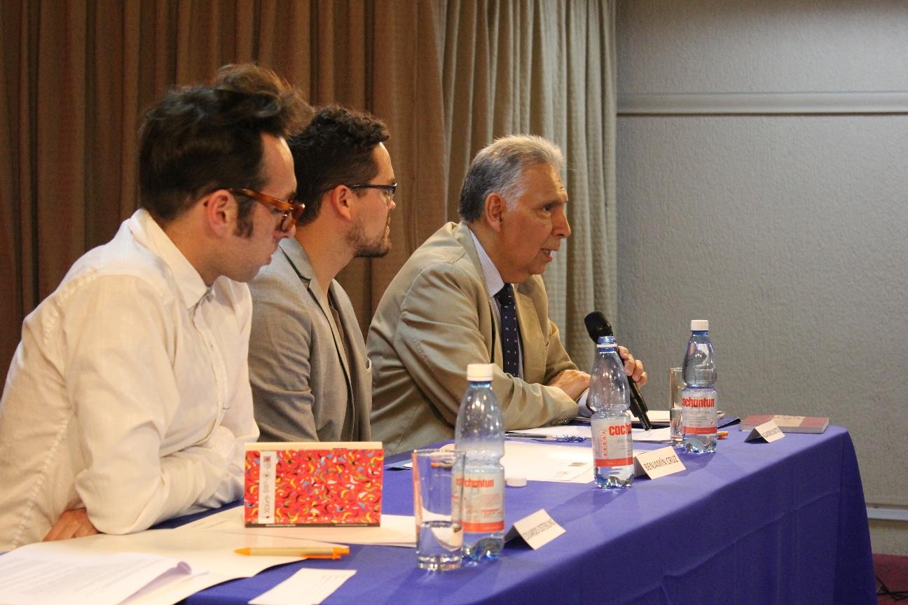 Panelistas de mesa Migración en el norte chileno
