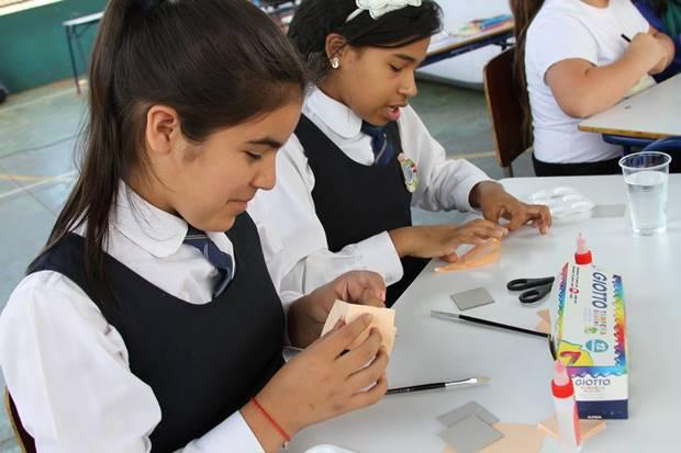 Estudiantes participando de los talleres