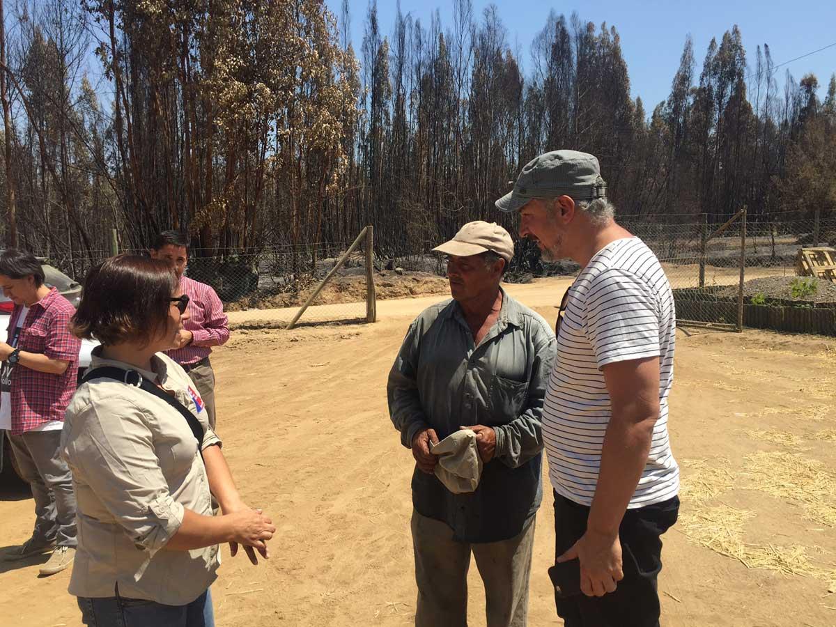 Ministro Ottone con Luis Becerra, cantor a lo poeta en Pumanque