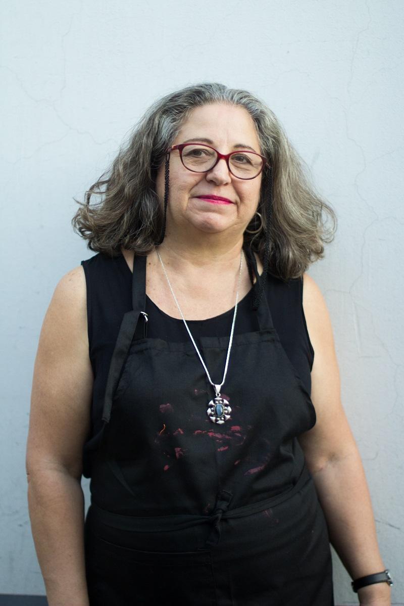 095b4cb7 Elina Chauvet. Pintura previa a la instalación Zapatos Rojos en Centro  Cultural Violeta Parra