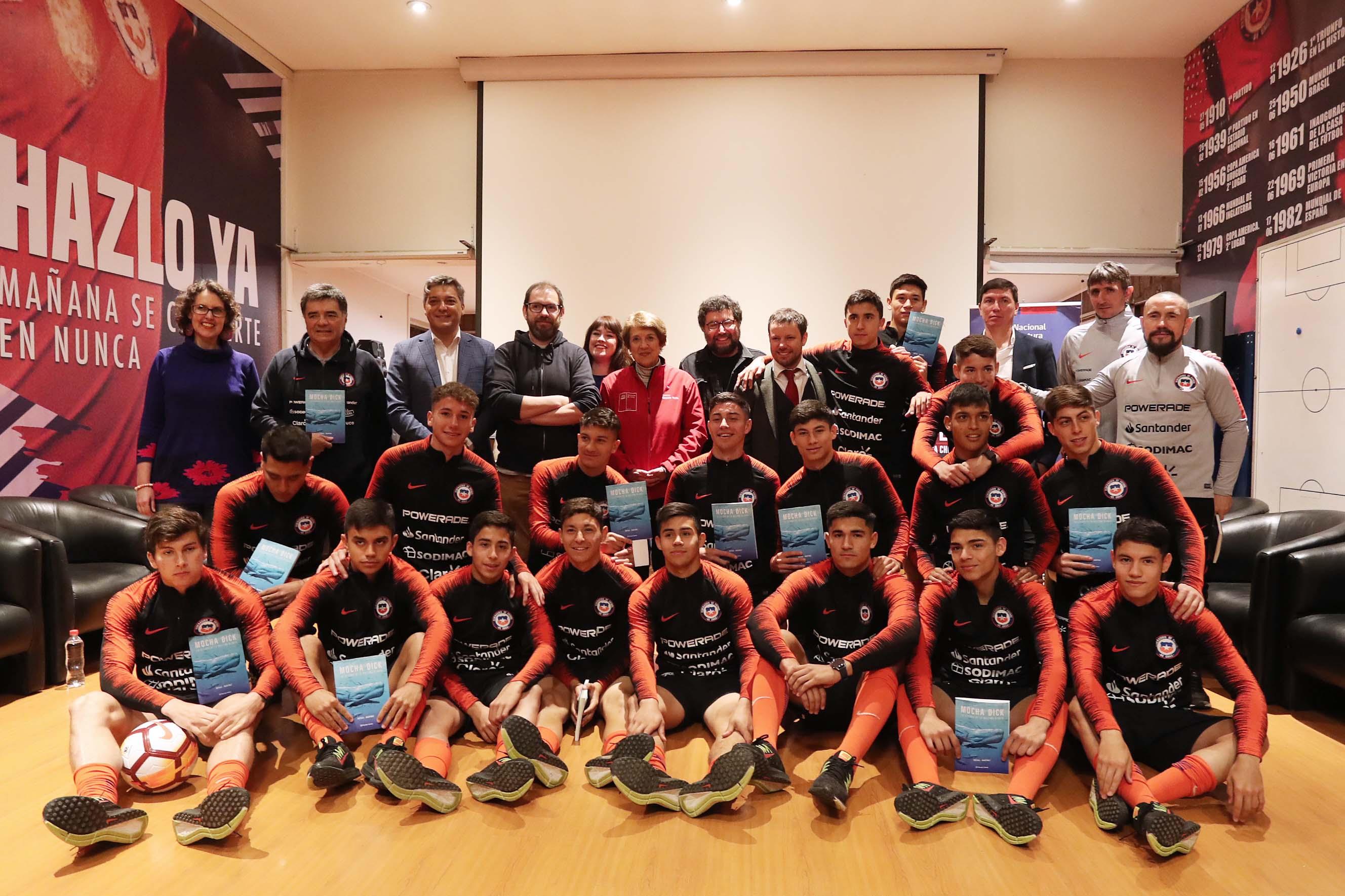 Selección Chilena sub 17 participa en programa de lectura del Ministerio de las Culturas
