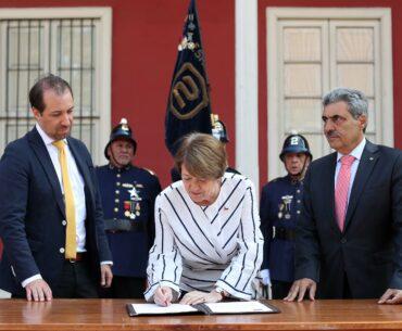 Ministerio de las Culturas y Cuerpo de Bomberos de Santiago firman convenio para prevenir y enfrentar incendios en inmuebles patrimoniales