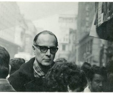 Fotografía de Fernando Krahn en calle Estado Santiago. Archivo Nemesio Antúnez