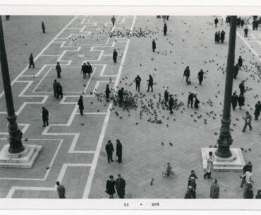 Fotografía de Nemesio Antúnez en Plaza San Marcos Venecia. Archivo Nemesio Antúnez