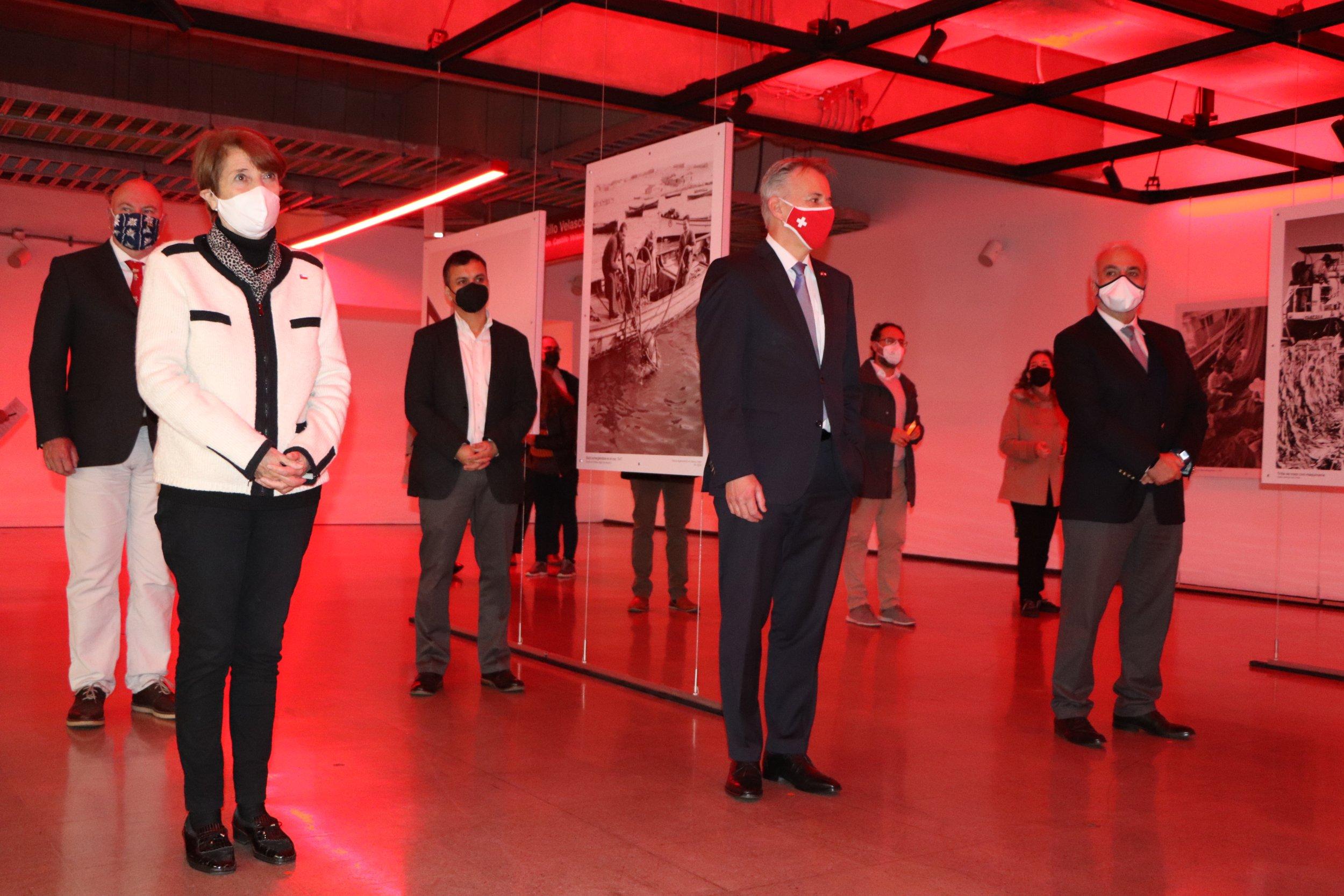 Ministerio de las Culturas, Embajada de Suiza y Metro de Santiago inauguran galería de arte público con exposición fotográfica de Roberto Montandon