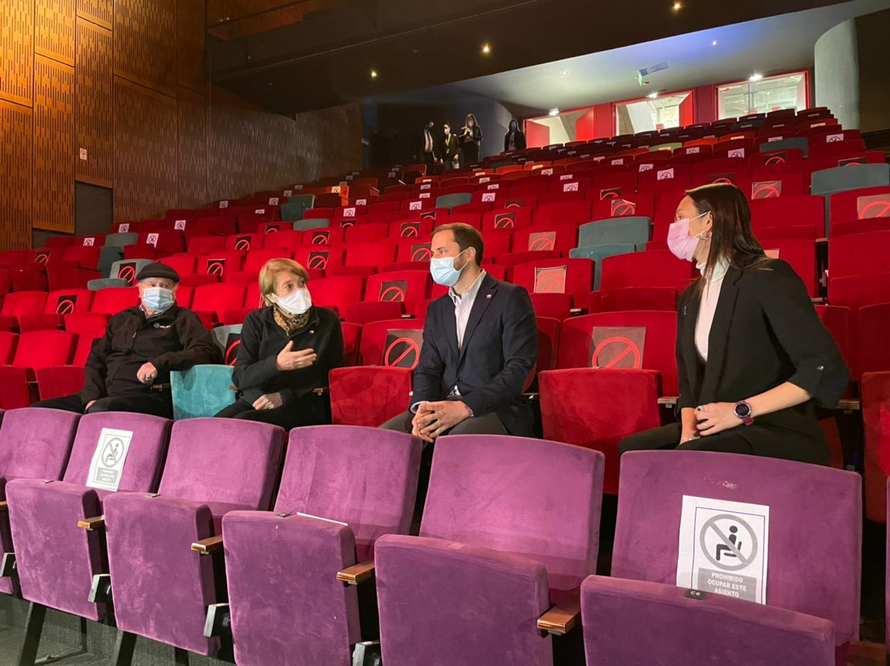Ministra de las Culturas visita Teatro San Ginés y entrega recomendaciones sanitarias para la reapertura de teatros