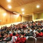 alumnos ven sus trabajos proyectados (4)
