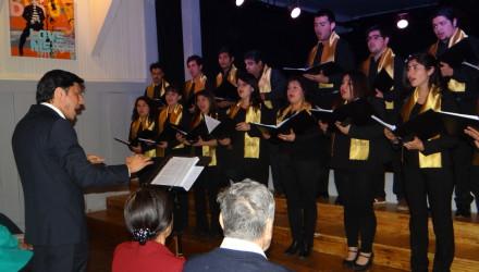 Con presentaciones de los coros Adulto Mayor de Panguipulli y de la Universidad Católica Silva Henríquez, este sábado se realizó un concierto abierto a la comunidad de Panguipulli.