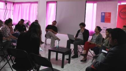 Asistentes en mesa de cine y audiovisual