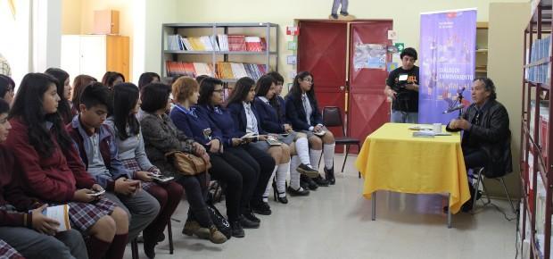 Hernán Rivera Letelier en lanzamiento Diálogos en Movimiento